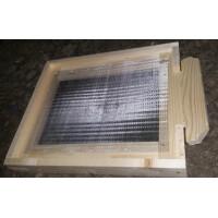 Fund (soclu) antivarroua din lemn pentru 10 rame